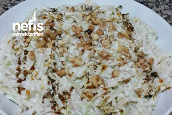 Enfes Kabaklı Erişte Salatası (Çok pratik) Tarifi nasıl yapılır? bu tarifin resimli anlatımı ve deneyenlerin fotoğrafları burada. Yazar: Elif Doğan