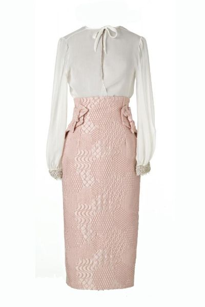 OutfitCamisa seda y falda de tubo de Helena Mareque