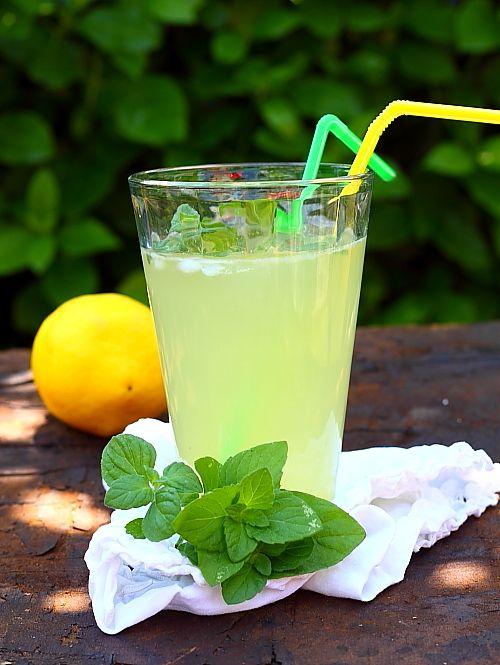 Sirop pentru limonada in pahar