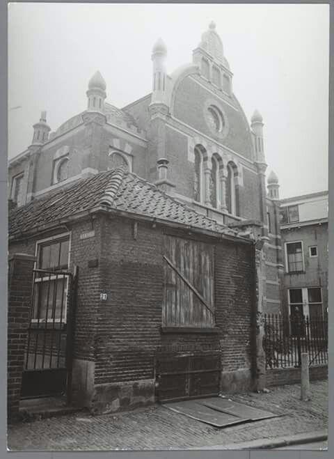 De synagoge aan de Golstraat.