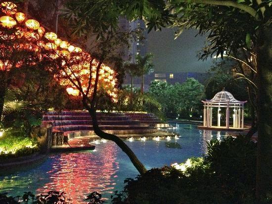 Shangri-La Hotel Guangzhou (Guangzhou, China) - Amazing rear pool garden