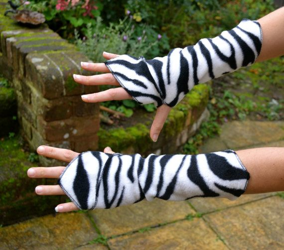 Elven / Faery Wrist Warmers Gauntlets Fingerless by AlunaFaeUK