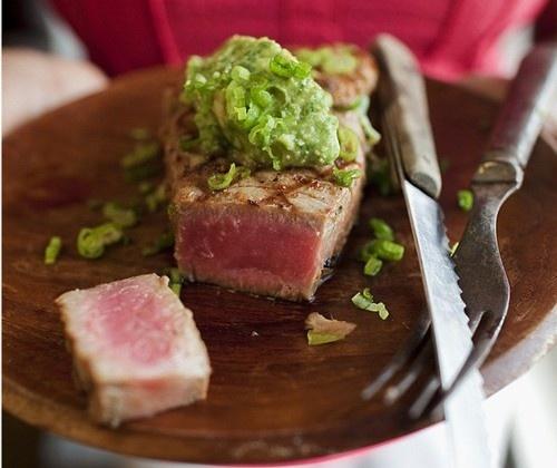 Gegrilde tonijnsteaks met wasabi-mayo