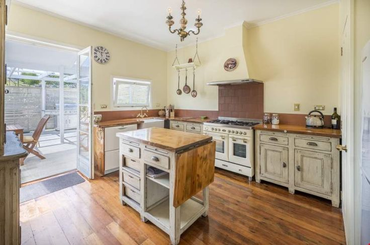 Fabulous cabinetry and kitchen island