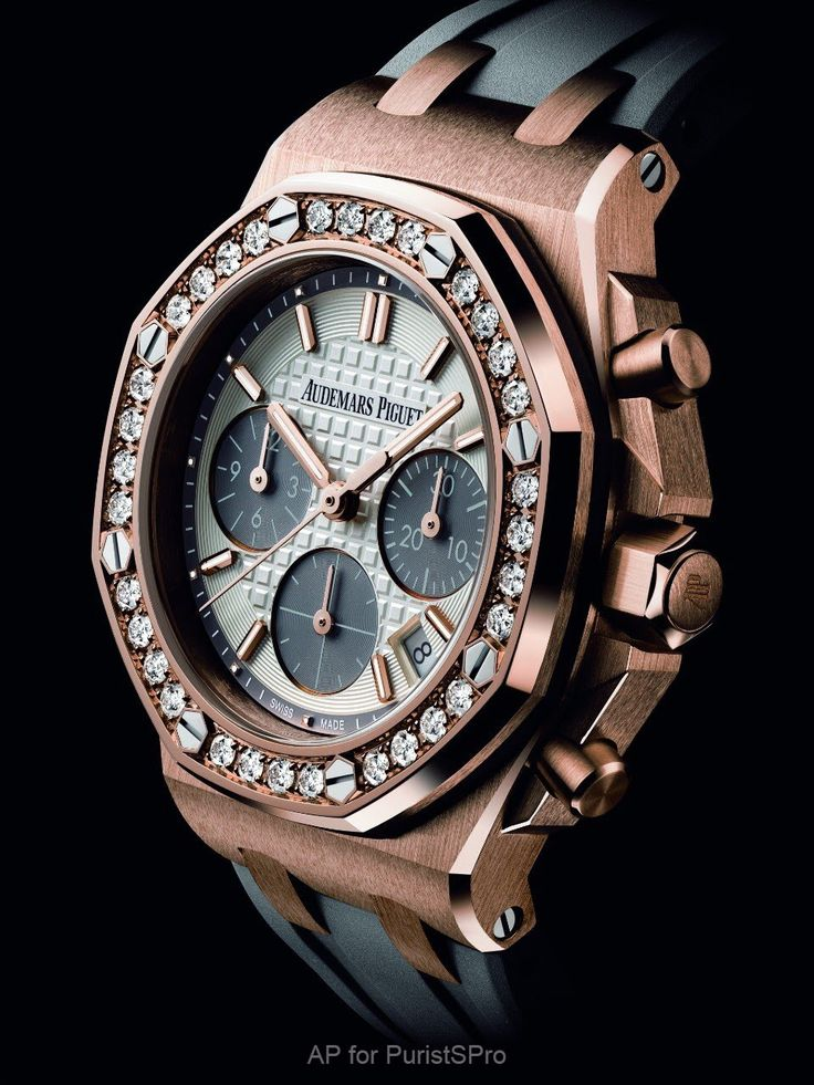 Audemars Piguet SIHH2018: Royal Oak Offshore Selfwinding Chronograph 37mm Another sneak peek of an Audemars Piguet SIHH2018 novelty watch. This one for the women, an absolutely striking 37mm pink gold Royal Oak Offshore. Look at those awesome matching gold pushers and crown! Grey rubber strap and dial accents in a pink gold case... Sexy and classy. Exquisite diamond set b from watchProSite.com