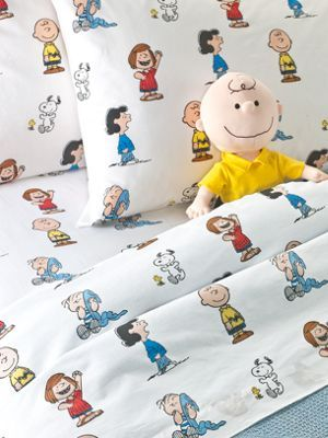 Charlie Brown, Lucy, Snoopy and the Peanuts gang white background cotton Portugal sheets sizes twin to king
