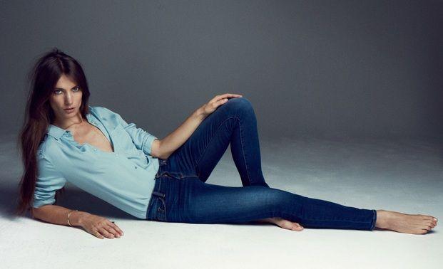 ミランダ・カーやカーリー・クロスが愛用していることで有名になったFrameのデニム。脚がキレイに見えるだけでなく、豊富なデザインが揃っていことでファンが増え続けています♡