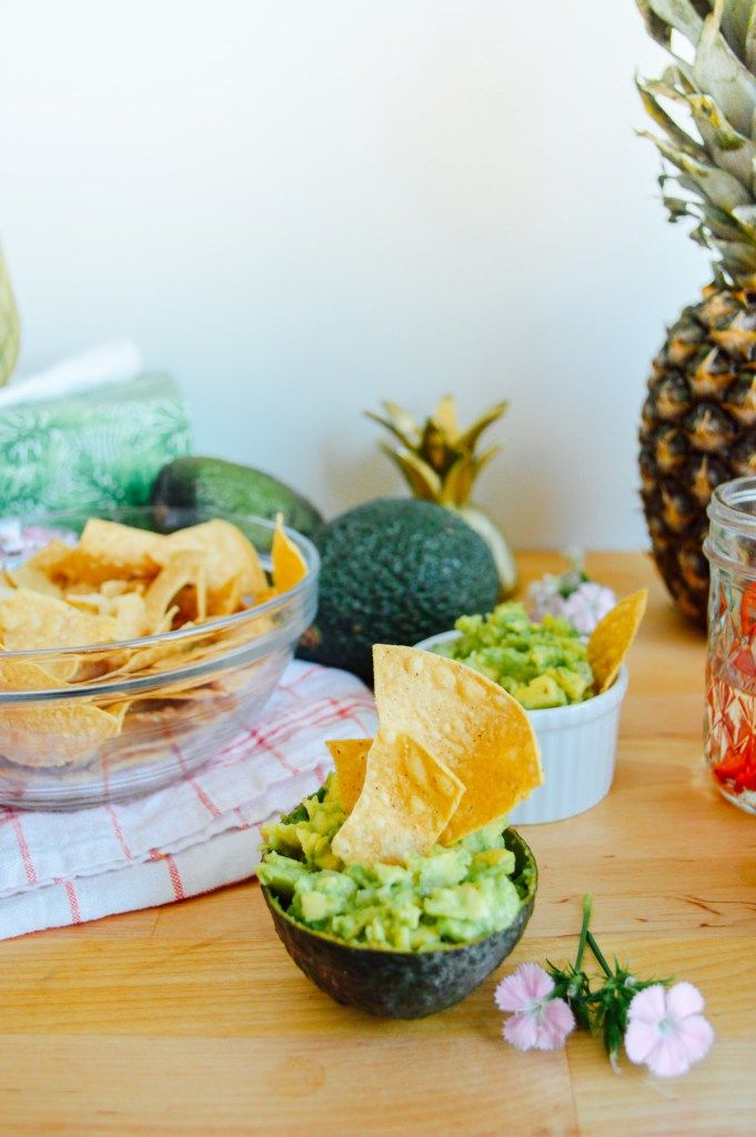A Jalapeño Agave party full of tasty, authentic guac, Mi Niña chips, and a spicy margarita! | bygabriella.co