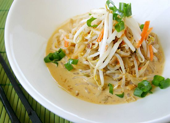 Shirataki Noodle Recipes: The No-Carb Pasta (PHOTOS) I've got to try these noodle, 10-20 calories per serving! Oh the possibilities...