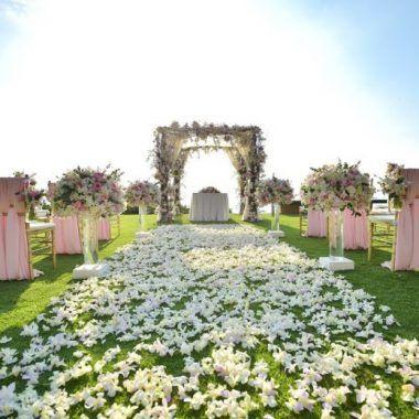 Uma noiva super fofa aproveitou sua paixão pela Disney para decorar seu casamento com inspirações em todos os contos de fada!