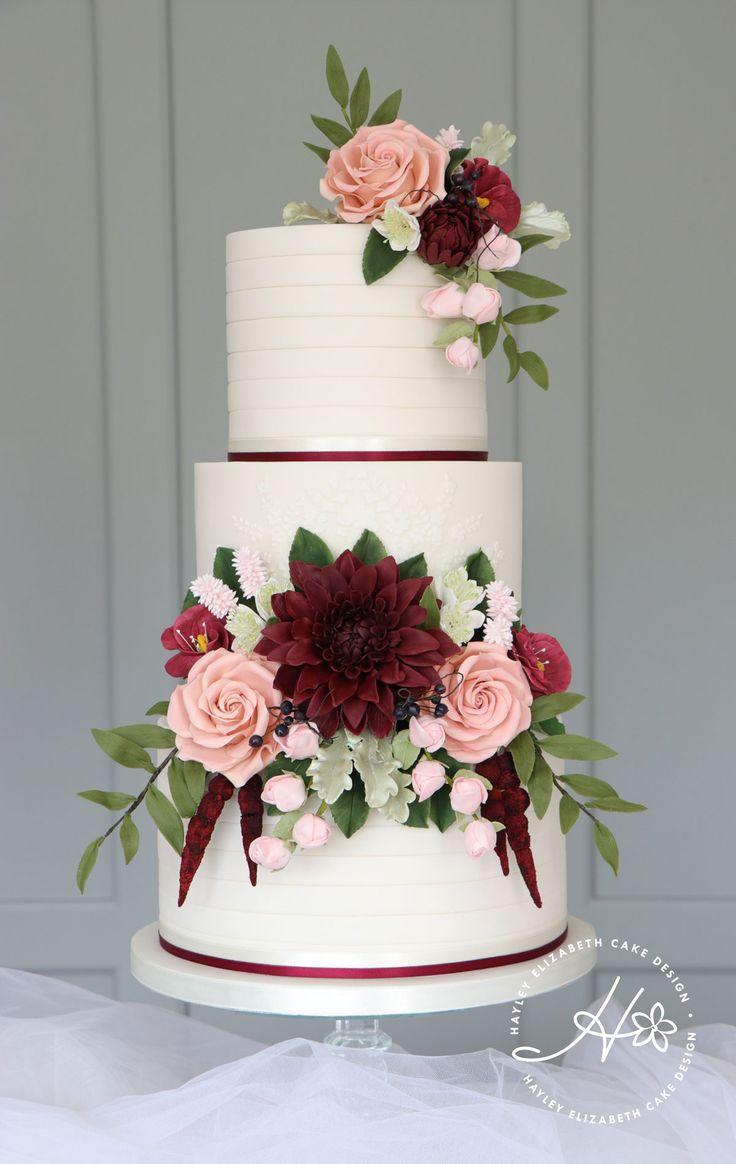Burgunder Zucker Blumen, Luxus Hochzeitstorte von Hayley Elizabeth Cake Design, D …   – wedding cake