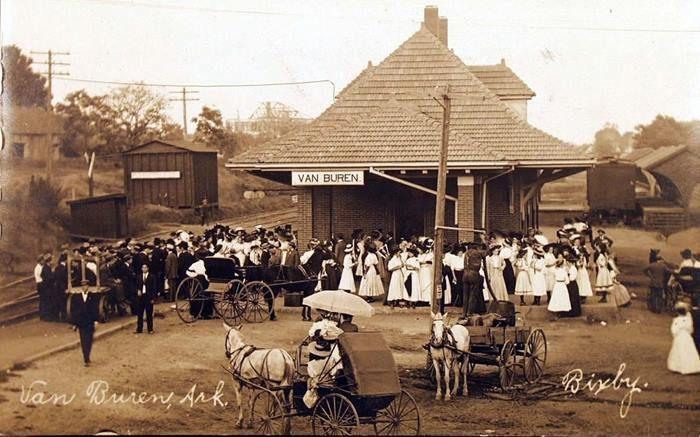 Van Buren, Arkansas train depot early 1900's