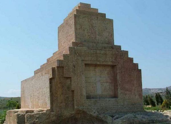 Taş Kule Taş Ev Olarak Adlandırılan Mezar Anıtı