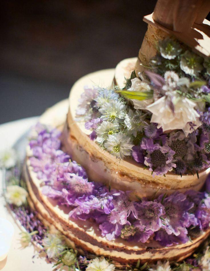 A wildflower cake via @Tow