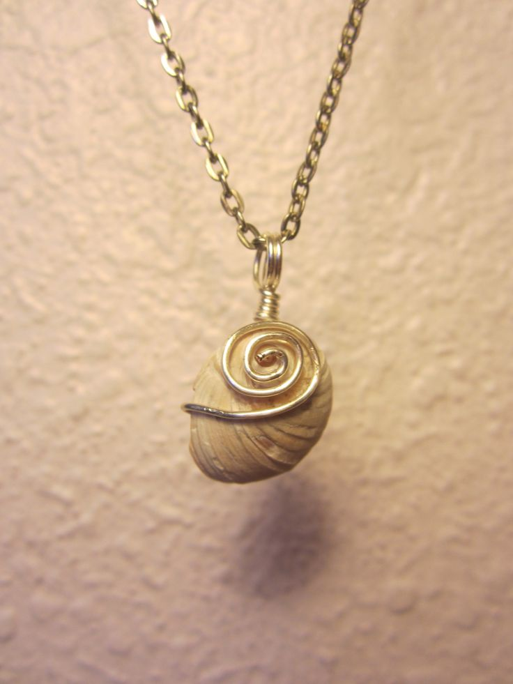 Wire-wrapped shell pendant. | Jewelry | Pinterest