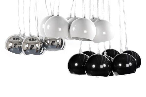 Siegen hanglamp is een sfeerbrengend model van Bondy Living. Perfecte keuze voor boven op uw eettafel. Deze design hanglamp bestaat uit 7 chromen lampenkappen die beschilderd zijn. Siegen is leverbaar in chroom, wit en zwart.  Specificaties:  Bijhorende lampen: 7 x E 14 van 25 Watt. Lampen zijn niet inbegrepen Maximale hoogte van de lamp is 120 cm. Breedte van de lampenkap is 15 cm. Hoogte van de lampenkap is 15 cm.