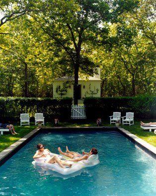 pool love.