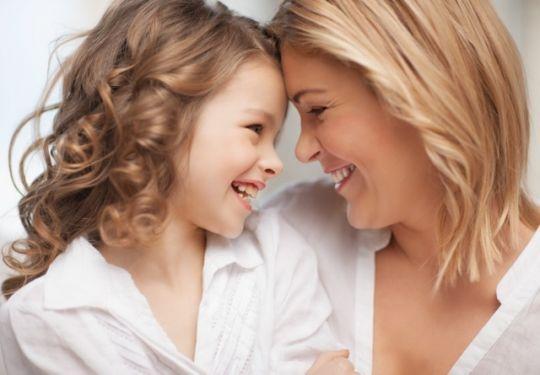 Wyraź więź, jaka łączy cię z córką… I pomóż potrzebującym mamom!