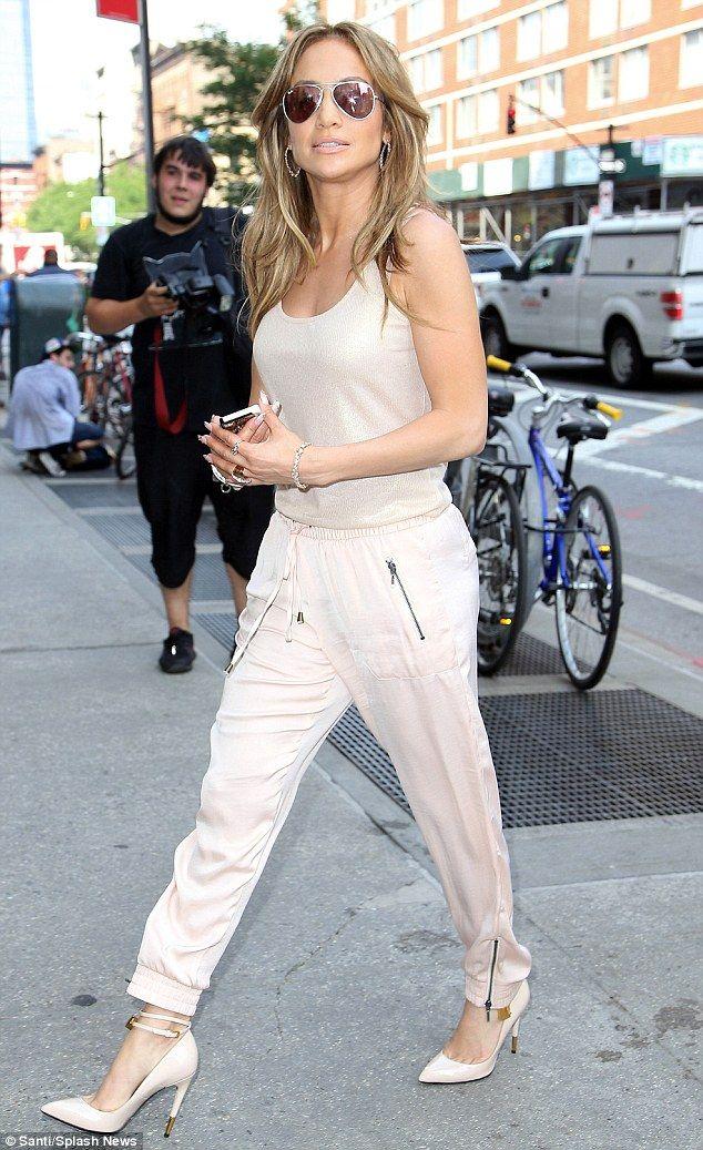 Jennifer Lopez finalizes divorce from Marc Anthony #dailymail