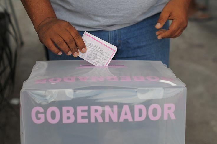 CIUDAD DE MÉXICO (Proceso).- El primer domingo de junio de 2017 habrá elecciones en cuatro entidades de la República: en Coahuila y Nayarit se renovarán los gobiernos estatales, los ayuntamientos y los congresos; en el Estado de México, la gubernatura, y en Veracruz, los ayuntamientos. Sin embargo, acaparan la atención los comicios para renovar lasLeer más