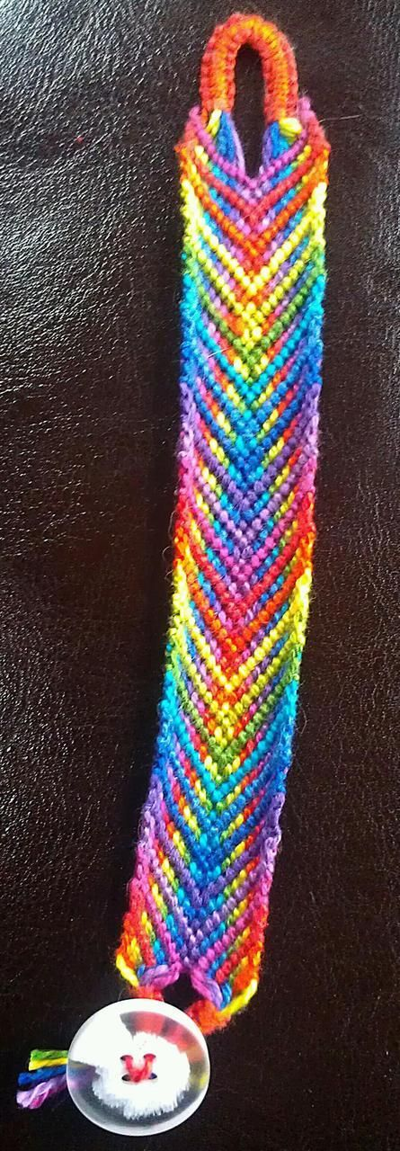 Added by TrueFalse Friendship bracelet pattern 7954 #friendship #bracelet #wristband #craft #handmade #diy #fishbone #arrows #chevron