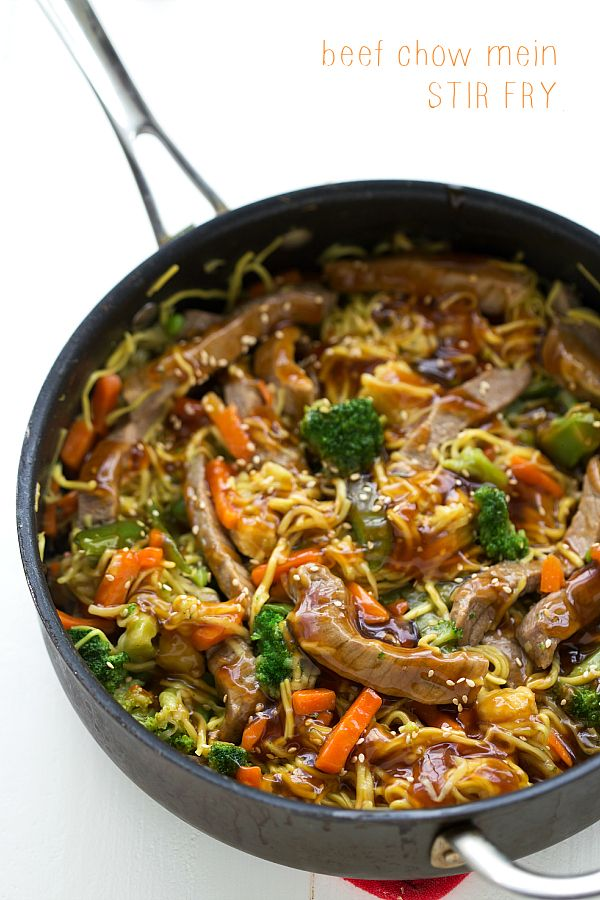 {One Skillet} Beef Chow Mein Stir Fry - Quick and easy dinner idea that uses a frozen veggie mix to take veggie prep work out of the equation.