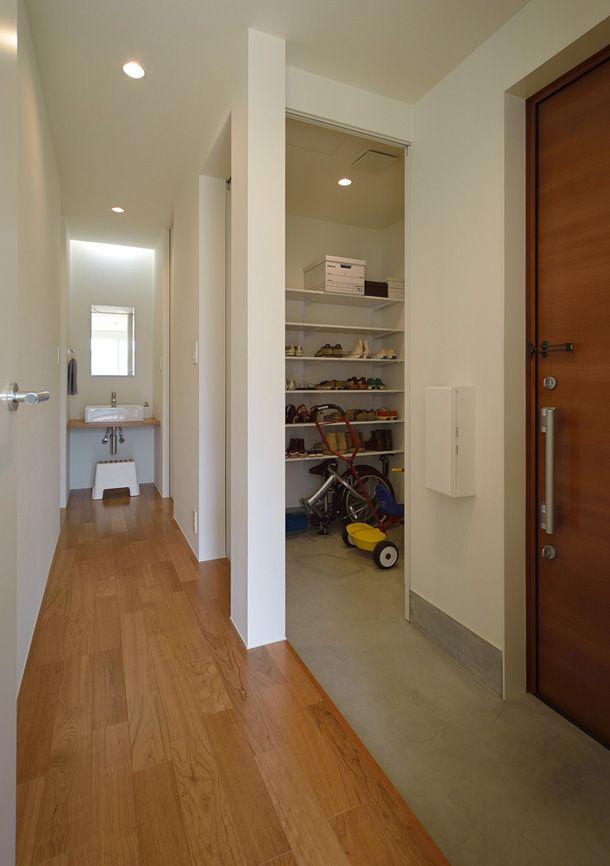 #シューズクローク #引き戸 #納め方 開放性と閉鎖性のある佇まい・間取り(神奈川県平塚市) |ローコスト・低価格住宅 | 注文住宅なら建築設計事務所 フリーダムアーキテクツデザイン
