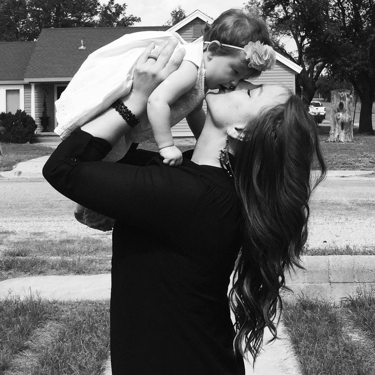 Throwback to long locks and sweet tiny open mouth baby kisses.  #bryleejames #coloradocity #coloradocitytexas #nanny #babykiss #slobberykisses #dreamcatchers #dreamcatchershair #calmdownovaries  #ivegotbabyfever  @cuppedandcommitted