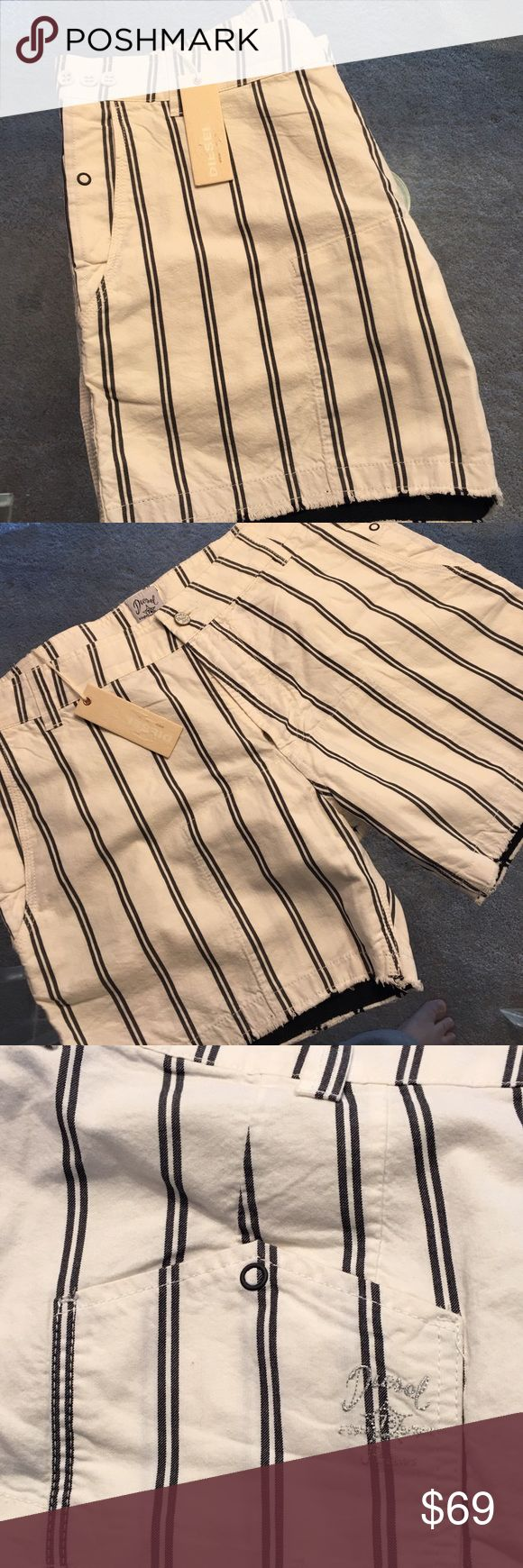 ❤️DIESEL MENS SHORTS 💯AUTHENTIC DIESEL MENS SHORTS 100% AUTHENTIC. VERY STYLISH AND HIGH END LOOK . AMAZING SHORTS IN OFF WHITE AND BLACK. THE SIZE IS 34 Diesel Shorts Flat Front