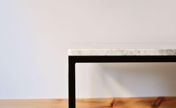 Unir mármol con hierro trabajado.  Mesa ROLD Northern Sons - Hard Craft Furniture