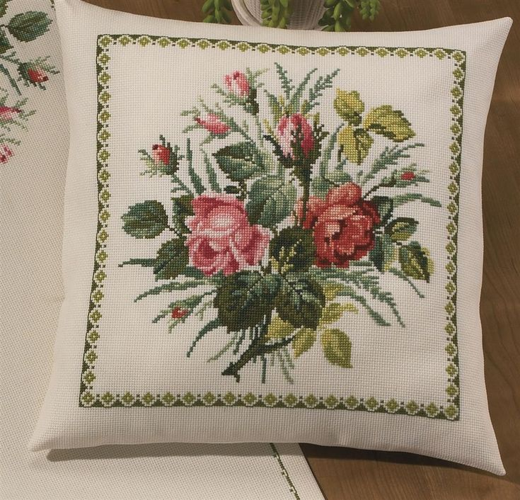 Rose Bouquet Cushion Cross Stitch Kit: Cross stitch (Permin, 83-0360)