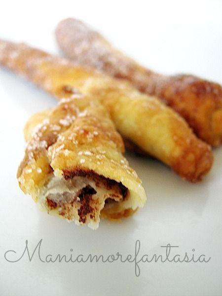 Grissini dolci di sfoglia ripieni di nutella | ricetta pasta sfoglia