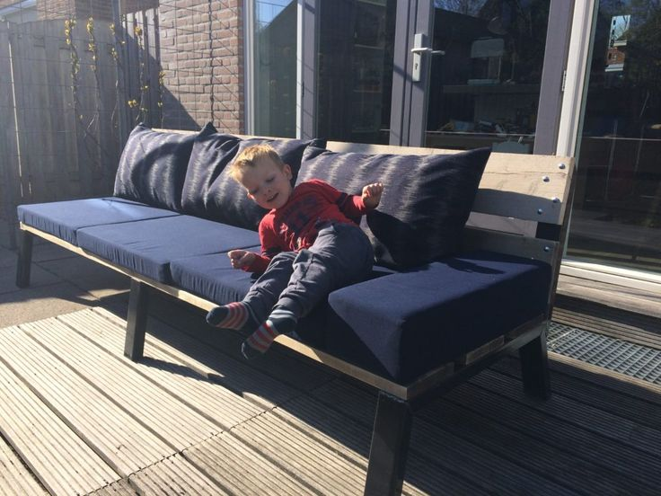 Deze XL tuinbank van 250 cm biedt een heerlijke zonnige plek voor het hele gezin!