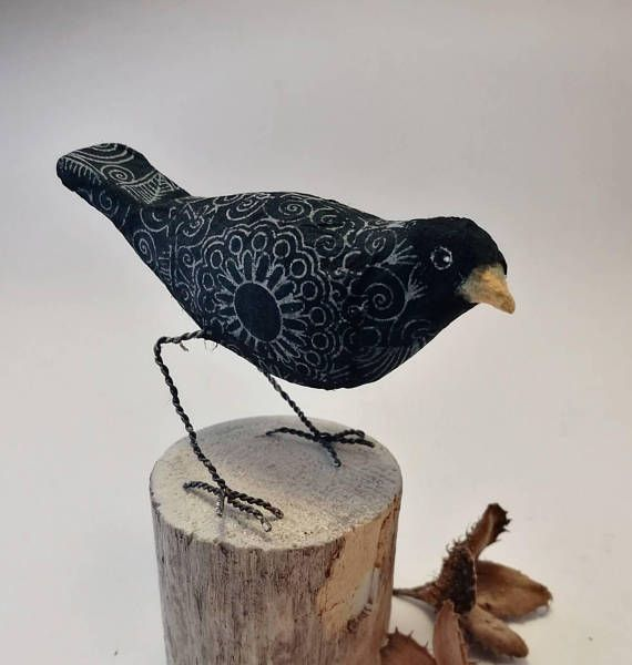 Check out this item in my Etsy shop https://www.etsy.com/no-en/listing/587063423/little-patterned-black-bird-of-paperclay