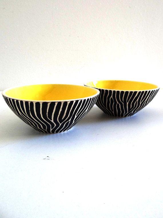 Coupelles en céramique années 50 vintage jaune et par BrocAndPop