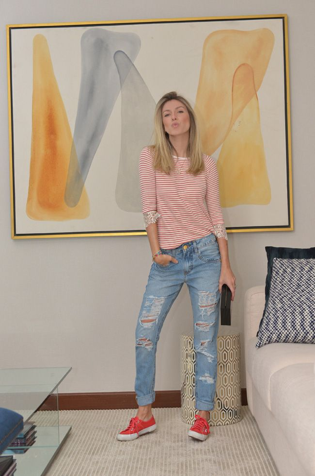 Nati Vozza do Blog de Moda Glam4You dá dica de look casual para o trabalho. Segunda opção: Tênis vermelho!