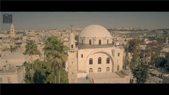 In de video van vandaag ziet u fraaie opnamen van de Oude Stad van Jeruzalem, waaronder het museum Davidstoren, diverse kerken en moskeeën, de rotskoepel op het Tempelplein, en de hoge muren die de Oude Stad en het Tempelplein omgeven.
