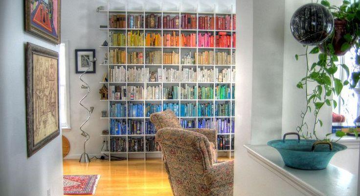 Ein Haus ohne Bücher ist arm, auch wenn schöne Teppiche seinen Böden und kostbare Tapeten und Bilder die Wände bedecken. - Zitat von Hermann Hesse