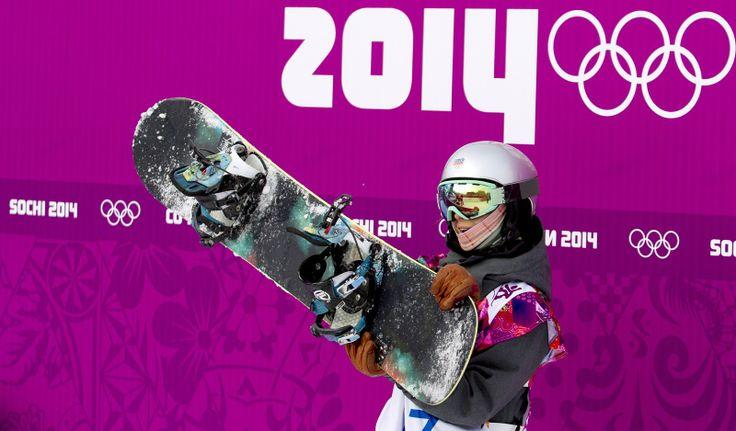 Snowboardistka Šárka Pančochová po prvním kole finálové jízdy ve slopestylu. (9. února 2014)