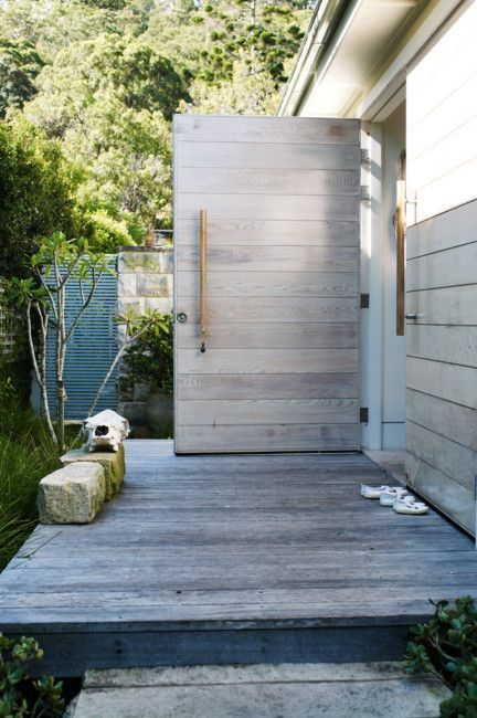 escapade: White + natural . Awesome for an outdoor shower ! - beachy