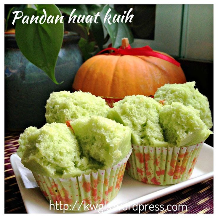 An Auspicious Steamed Cake To Celebrate My Blog Anniversary–Pandan Huat Kuih (香兰发糕)