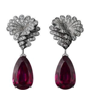 Siti e boutique online ufficiali di Cartier, celebre Maison francese di gioielleria e orologeria di lusso. Anelli di fidanzamento, fedi, accessori lusso, profumi e regali d'eccezione