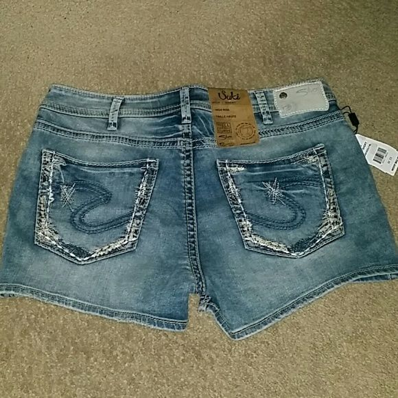 Silver shorts sz 33 Suki high rise NWT New with tag.   98 % cotton 2 % elastane.   Please check my other listings. Thank you for looking and have a great day! Silver Jeans Shorts Jean Shorts