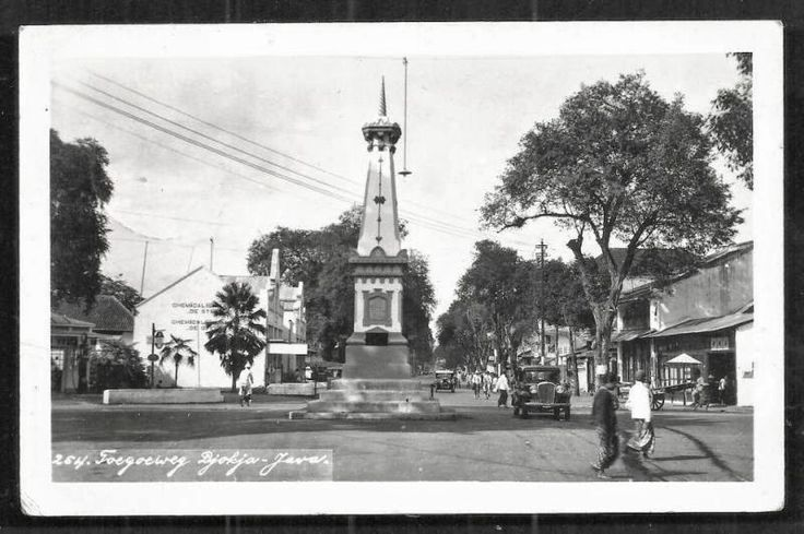 The Tugu or the monument signifies the center of Yogyakarta