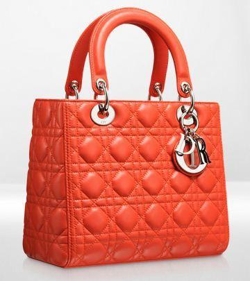 Bolso de lujo. Lady Dior, de la casa francesa Dior. http://cocktaildemariposas.com/2013/05/31/5-bolsos-de-lujo/