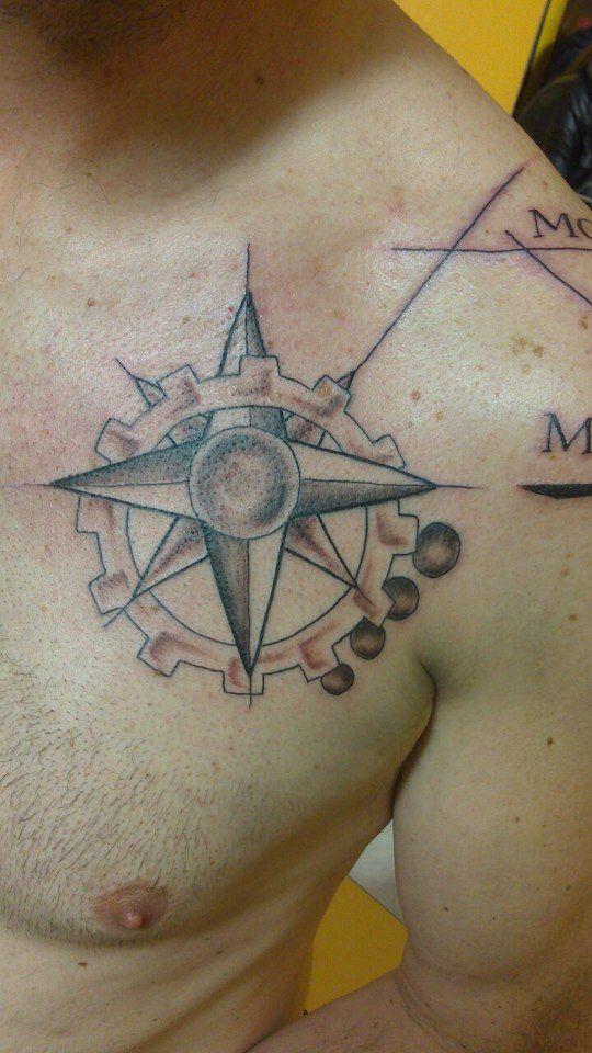 79 best tatouages filou noir et blanc images on pinterest peircings piercing and piercing ideas - Tatouage rose des vent ...