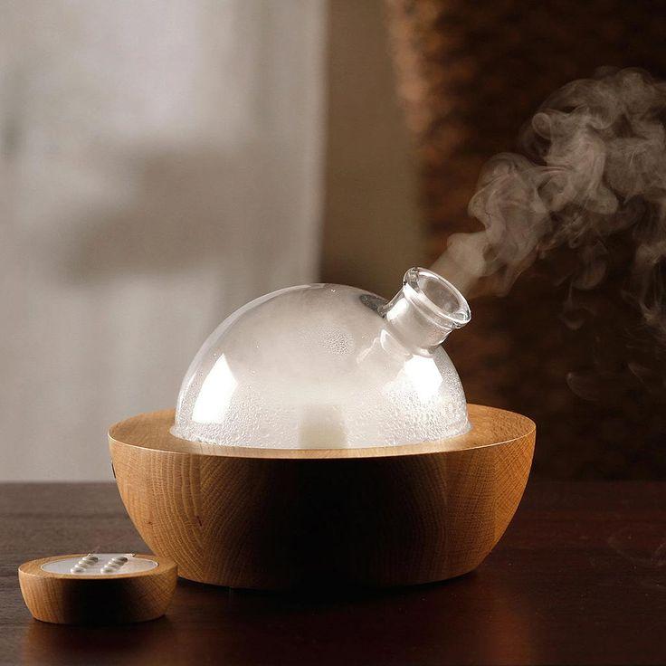 アロマをお部屋でたいてみたけど、全然香りがしない…という経験はありませんか? 天然のアロマオイルはそもそもやわらかい香りが魅力なのですが、 香りがあまりにも弱かったり、まったくしないという場合は、何らかの原因が考えられます。 そこで今回は、考えられる原因や対処法について解説します。