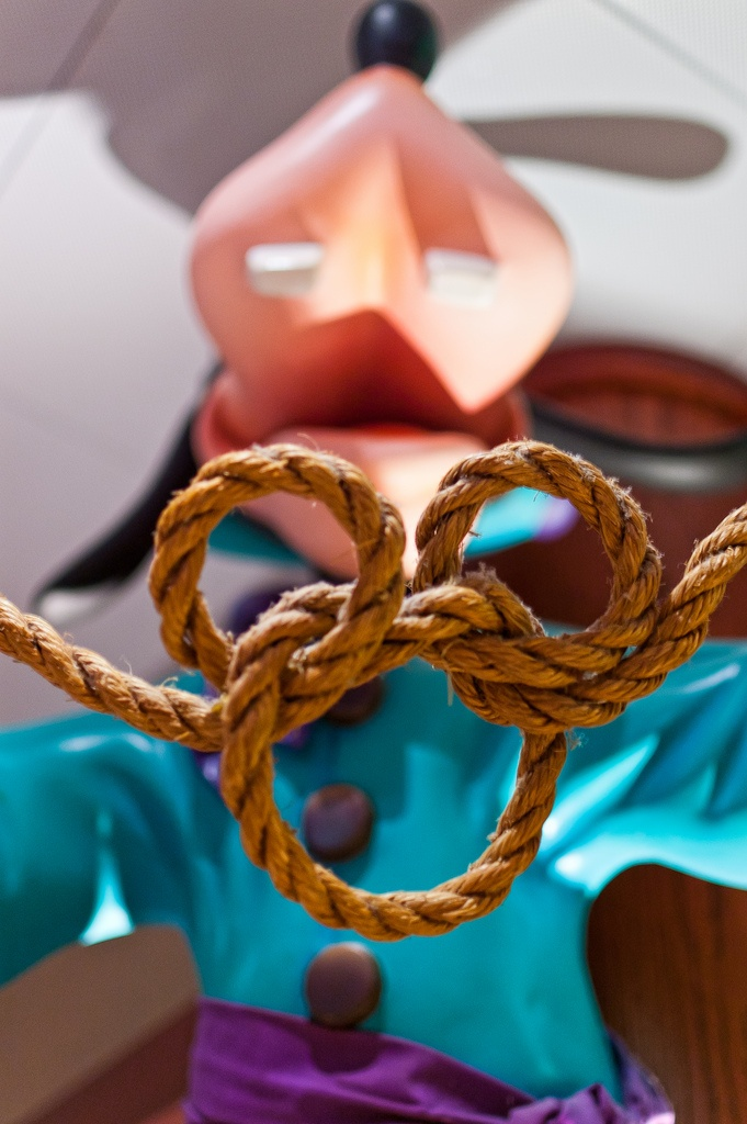 I don't remember this knot from Girl Scouts, but I'd sure love to learn it now!
