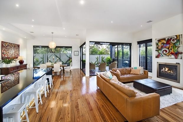 The Weekly Review Editorial 16 Montague Ave, Glen iris