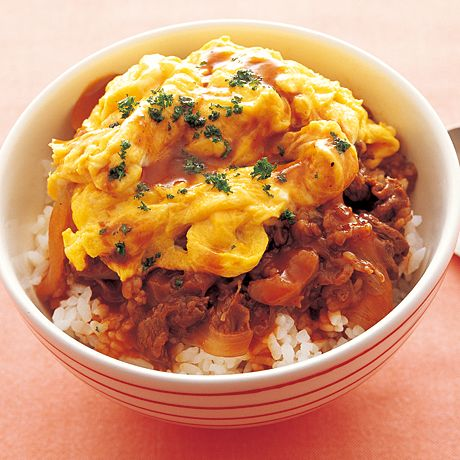 ふわふわオムハヤシ丼 | 飛田和緒さんのどんぶりの料理レシピ | プロの簡単料理レシピはレタスクラブニュース